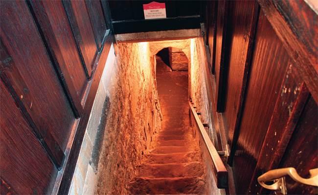 Как сделать тайный подвал 222